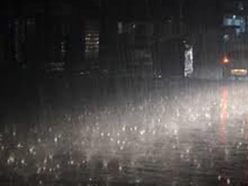 Chhattisgarh Weather: देर शाम झूमकर बरसे बदरा, पौन घंटे की बारिश में ही सड़कें हुई लबालब