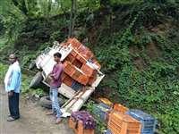 Ambikapur News: डीजल से फिसलकर वाहन हुए दुर्घटनाग्रस्त, लगा जाम