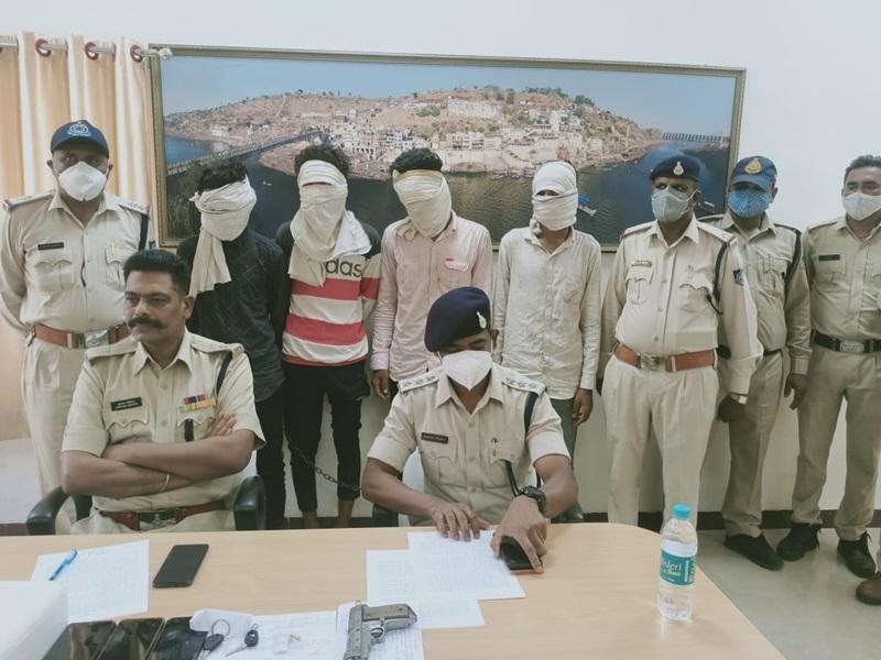 खंडवा में महिला के हौसले के आगे पस्त हुए लुटेरे, चार गिरफ्तार