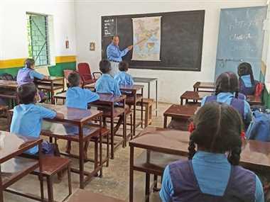 छात्रों को मिला एक सेट गणवेश, दूसरे का इंतजार