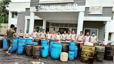 जिले में खूब बिक रही कच्ची शराब, नाममात्र की होती है कार्रवाई