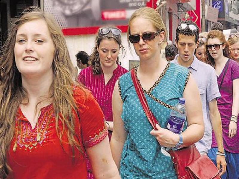 देश में जल्द ही दिखेंगे विदेशी पर्यटक, 5 लाख फ्री वीजा दे रही है भारत सरकार