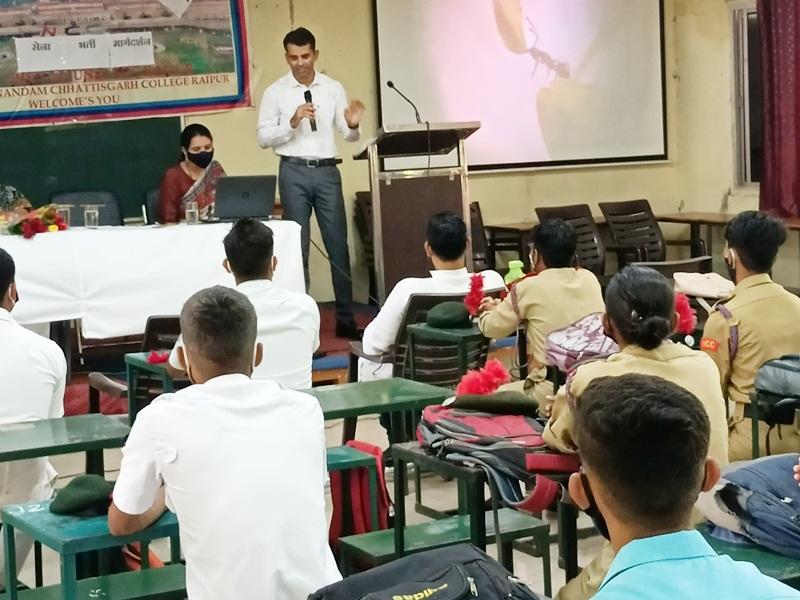 Guidance Program In Raipur: युवाओं से सशस्त्र सेना में भर्ती होने की अपील, विशेषज्ञों ने कहा- बनें देश का गौरव