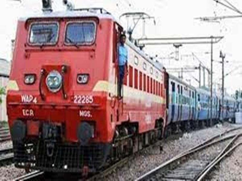 Indian Railways/IRCTC: वेस्टर्न रेलवे ने बदल दी है इन सभी ट्रेनों की टाइमिंग, देखें पूरी लिस्ट