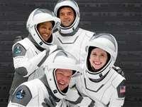 एलन मस्क की कंपनी SpaceX का मिशन 'इंस्पिरेशन 4' सफल, 4 आम लोगों ने अंतरिक्ष में गुजारे 3 दिन