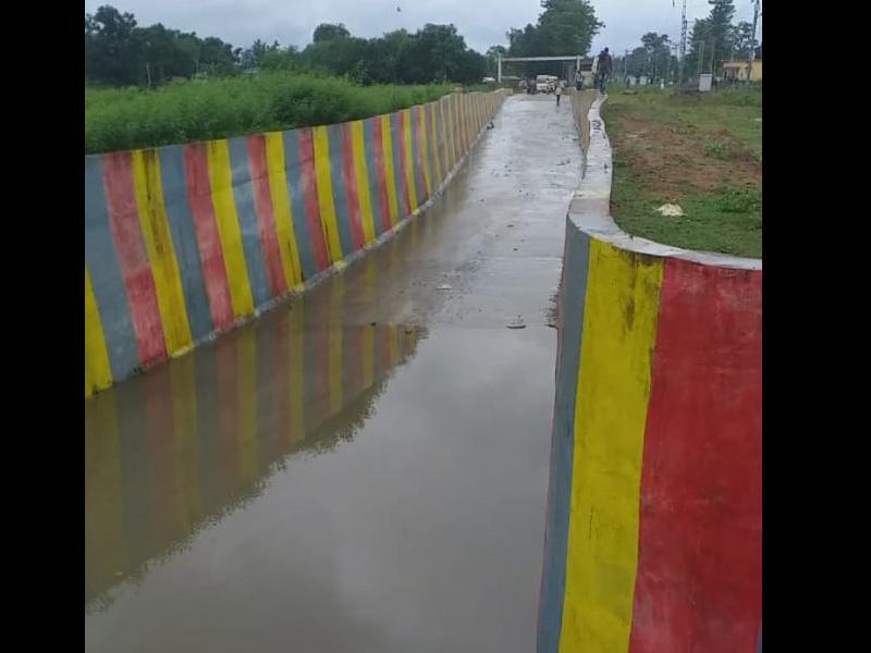 Bilaspur Railway News: बिलासपुर रेलवे के टेंगनमाड़ा में नवनिर्मित अंडरब्रिज में भरा पानी, टूट गया गांव के दूसरे छोर से संपर्क