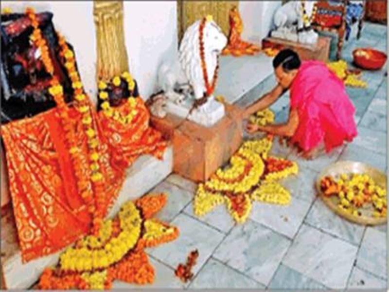 Navratri 2020: बीते 20 साल से फूलों से सजाया जा रहा है मां दंतेश्वरी का दरबार