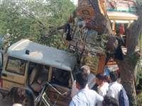 Rajasthan Accident : बाड़मेर में सड़क हादसा, गुजरात के 4 लोगों की मौत, पांच गंभीर रुप से घायल