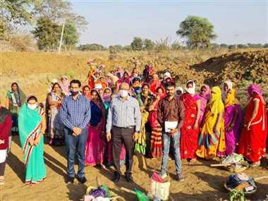 पानी के संकट से छुटकारा पाने के लिए महिलाओं ने अपने कंधों पर उठाई जिम्मेदार