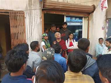 भाजपा नेता और मजदूर नेता के बीच विवाद कार्रवाई की मांग को लेकर पाटकर पहुंची