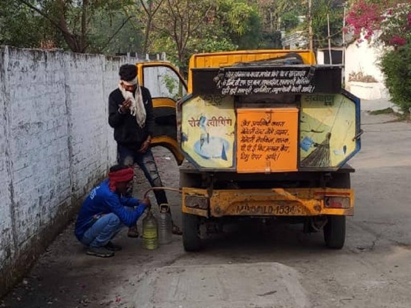 Bhopal News: रहवासी ने वार्ड दरोगा को फोटो किए वाट्सएप, रंगेहाथ पकड़े गए डीजल चोर