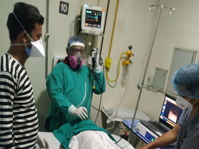खुद कोरोना संक्रमित हुए, लेकिन कम नहीं होने दिया इलाज का जज्बा, 11 हजार से ज्यादा मरीजों का उपचार