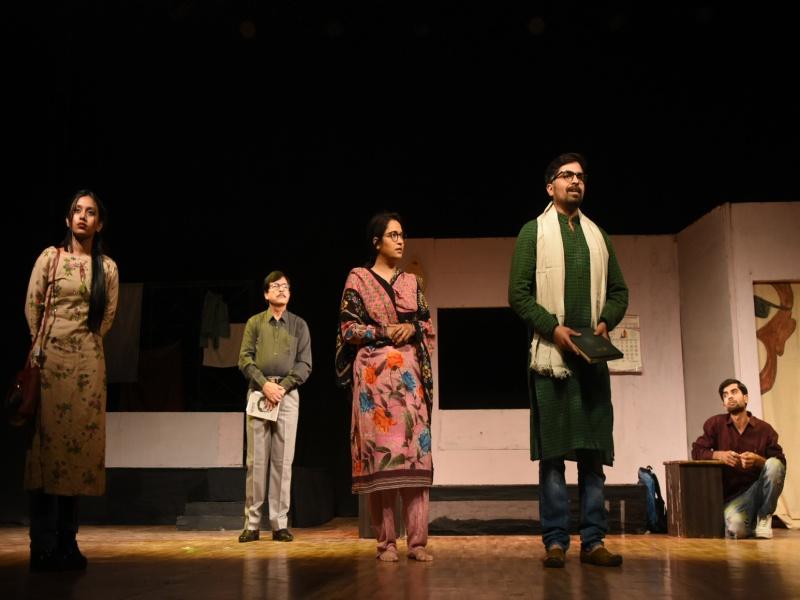 Bhopal Art News : शहीद भवन में नाटक 'मुझे अमृता चाहिए' का मंचन हुआ