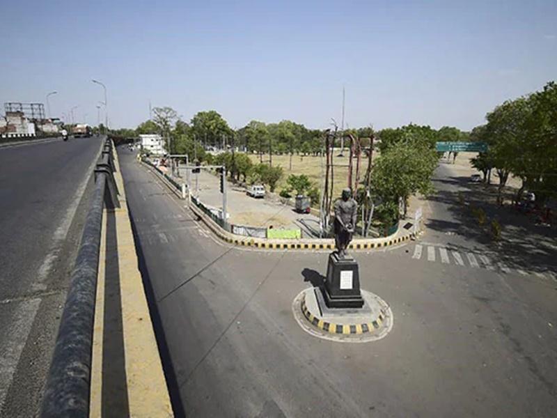 Weekend Curfew in Uttar Pradesh: अब पूरे यूपी में शुक्रवार रात 8 बजे से सोमवार सुबह 7 बजे तक वीकेंड लॉकडाउन