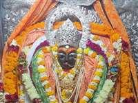 Sharda Devi Temple Maihar: नवरात्र की अष्टमी पर महागौरी के रूप में सजीं मां शारदा
