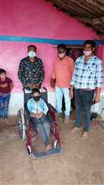 दिव्यांग बच्चों को घर जाकर उपकरण प्रदान किए गए