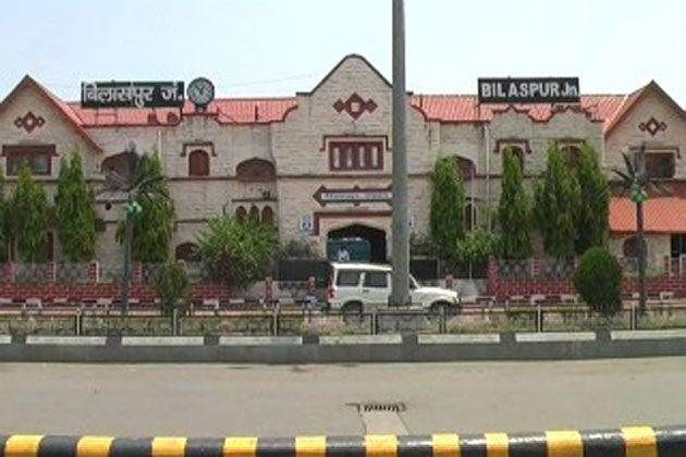 Bilaspur Railway News: शाम होते ही रेलवे स्टेशन पहुंच मार्ग पर अंधेरा