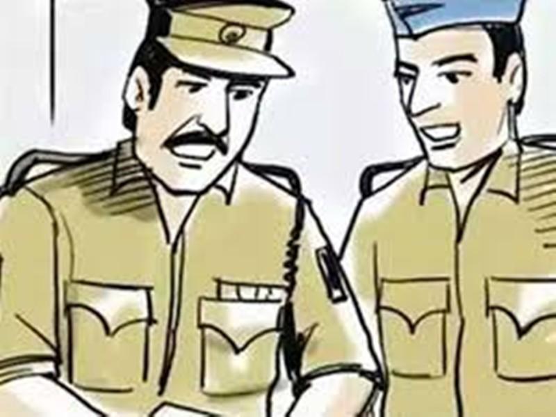 Indore News: सिपाही पति का पीछा करते हुए थाने पहुंची पुलिसकर्मी पत्नी तो पति को पिछले दरवाजे से भागना पड़ा