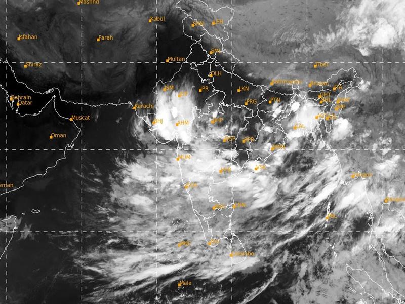 Weather News Update: बंगाल की खाड़ी में सिस्टम सक्रिय, अगले दो दिनों में इन राज्यों में होगी झमाझम