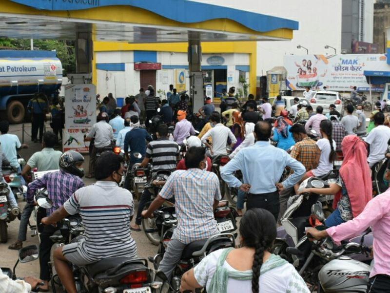 Lokcdown in Raipur Live: पेट्रोल पंप, सब्जी मार्केट और किराना दुकानों में लगी भीड़