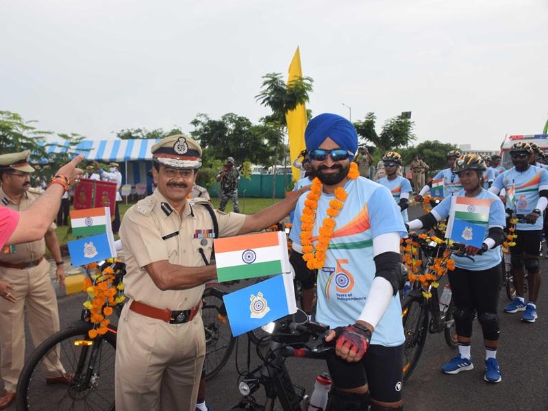 Central Reserve Police Force: केंद्रीय रिजर्व पुलिस बल के जवानों की साइकिल रैली जबलपुर पहुंची