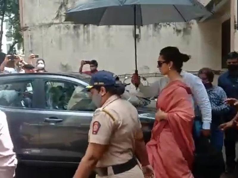 Javed Akhtar Defamation Case: कोर्ट में पेश हुईं Kangana Ranaut, देखिए फोटो, जानिए आगे क्या होगा