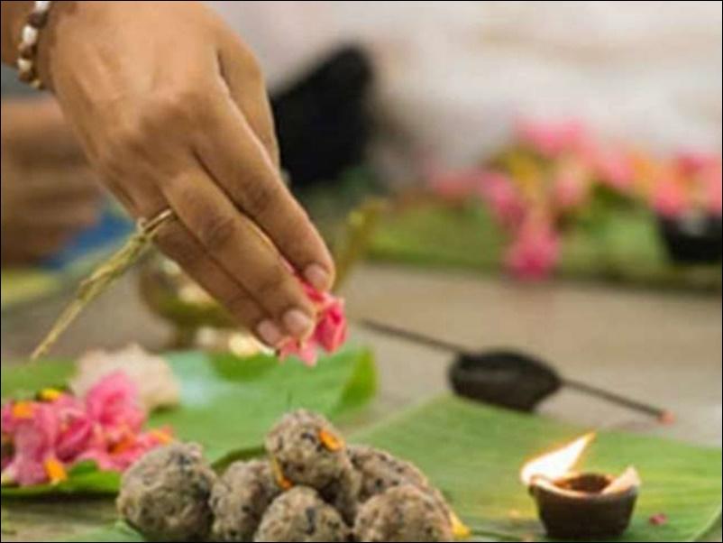 Pitru Paksha 2021 : पितृ पक्ष में करें इन मंत्रों एवं स्तोत्र का पाठ, बनी रहेगी पितरों की कृपा