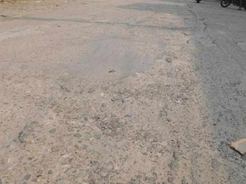 Jabalpur News: रांझी मस्ताना चौक के आगे महीने भर से धंसी पुलिया, गिरकर घायल हो रहे वाहन चालक