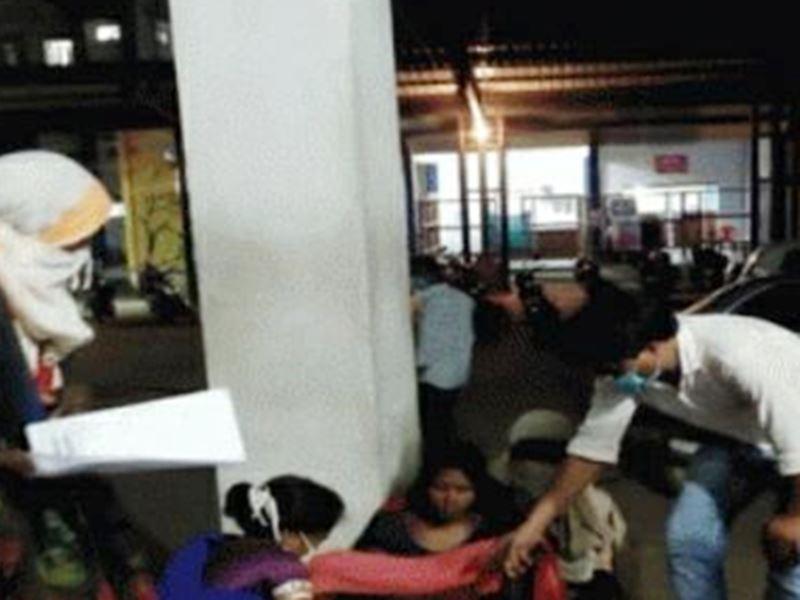 Betul News: बैतूल जिला अस्पताल के गेट पर प्रसूता को छोड़ गई एंबुलेंस, फर्श पर हो गया प्रसव