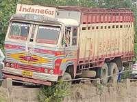 Itarsi News: इटारसी में पुलिया पर दो ट्रकों की टक्कर, बाल-बाल बचा नीचे गिरने से
