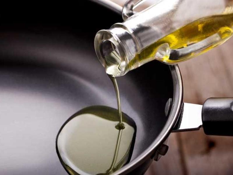 महंगा हुआ तेल खाना, इस महीने 25% तक बढ़े भाव, जानिए कब तक राहत के आसार