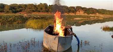 माफिया ने एक पनडुब्बी नदी में डुबो दी, दूसरी को पुलिस ने आग से जला दिया