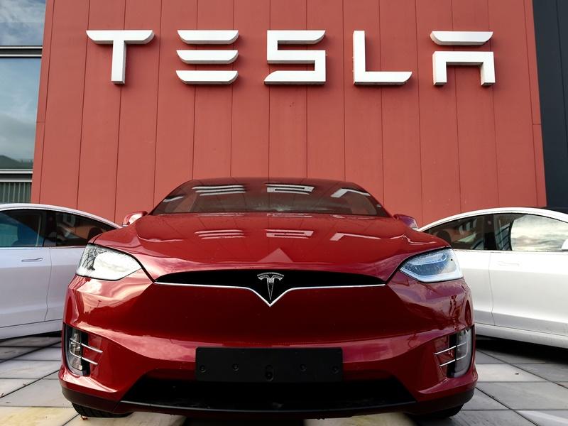 Tesla Car : मशहूर इलेक्ट्रिक कार कंपनी टेस्ला का अगला ठिकाना हो सकता है गुजरात, ये हैं तैयारियां