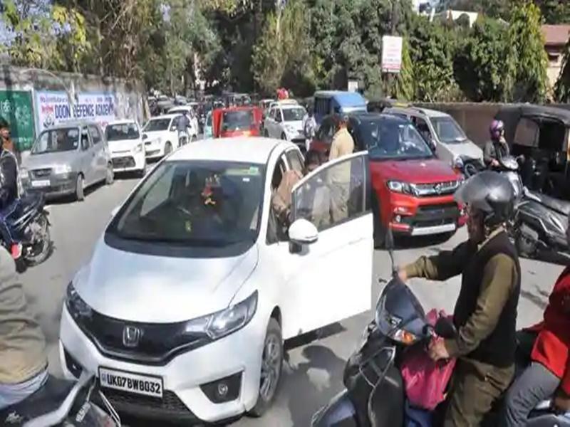 Parking Charges: अब किन्नर वसूलेंगे पार्किंग शुल्क, इस शहर में शुरू हुई अनूठी पहल