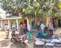 ट्रांसफार्मर बिगड़ने से गांव में बिजली-पानी की समस्या