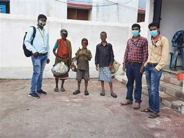 कोरोना काल में स्कूल बंद हुआ तो सांप दिखा कर भिक्षावृत्ति करने लगे बच्चे