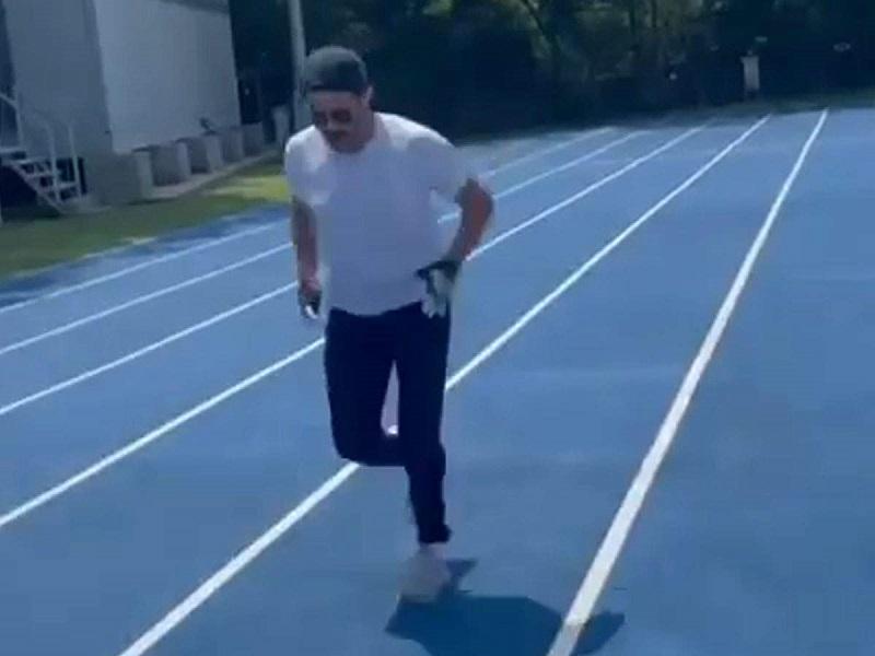 Tokyo Olympics: ट्रैक पर फुर्तीले अंदाज में दौड़ते नजर आ रहे Anil Kapoor, टोक्यो ओलंपिक के लिए देश का बढ़ाया हौसला