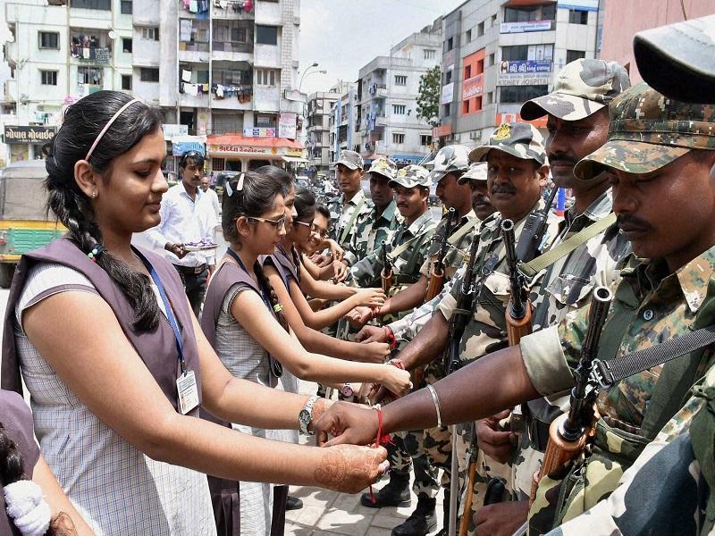 Raksha Bandhan 2021 Indian Army Special: बाॅर्डर पर तैनात सेना के जवान को राखी भेजकर मनाएंरक्षाबंधन, जानिए तरीका