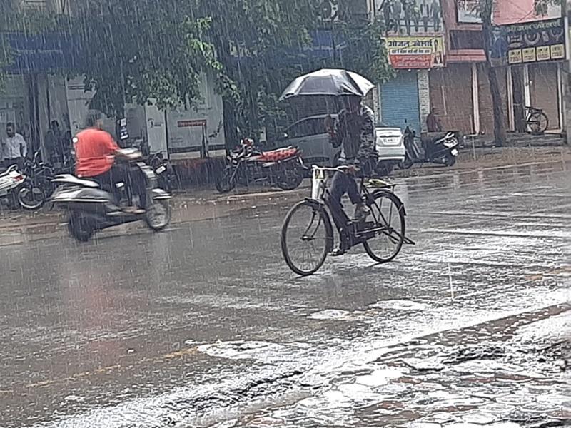 Weather Update Chhattisgarh: चक्रवात के असर से राज्य के कई इलाकों में बारिश, ऐसा रहेगा आज का मौसम