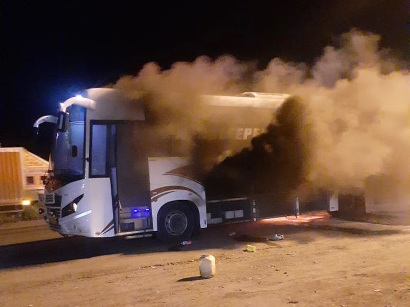 इंदौर से मुंबई जा रही बस में धमाके के बाद लगी आग, बाल-बाल बचे यात्री