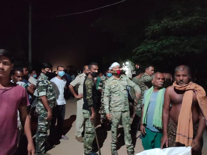 Raigarh News: हाईकोर्ट के स्टे के बाद भी दान की भूमि पर बन रहा था पंचायत भवन, आधी रात मचा हंगामा