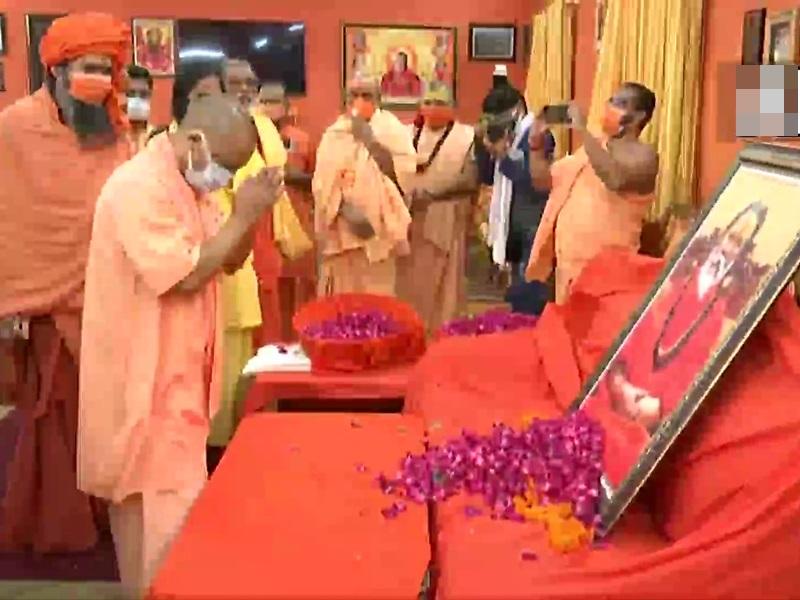 Narendra Giri death Updates: CM योगी आदित्यनाथ ने किए नरेंद्र गिरि के अंतिम दर्शन, बोले- दोषी को सजा अवश्य मिलेगी