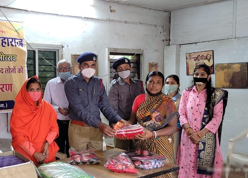 Raipur News: रायपुर में सतपाल महाराज के जन्मोत्सव पर अनाथ आश्रम में फल वितरण