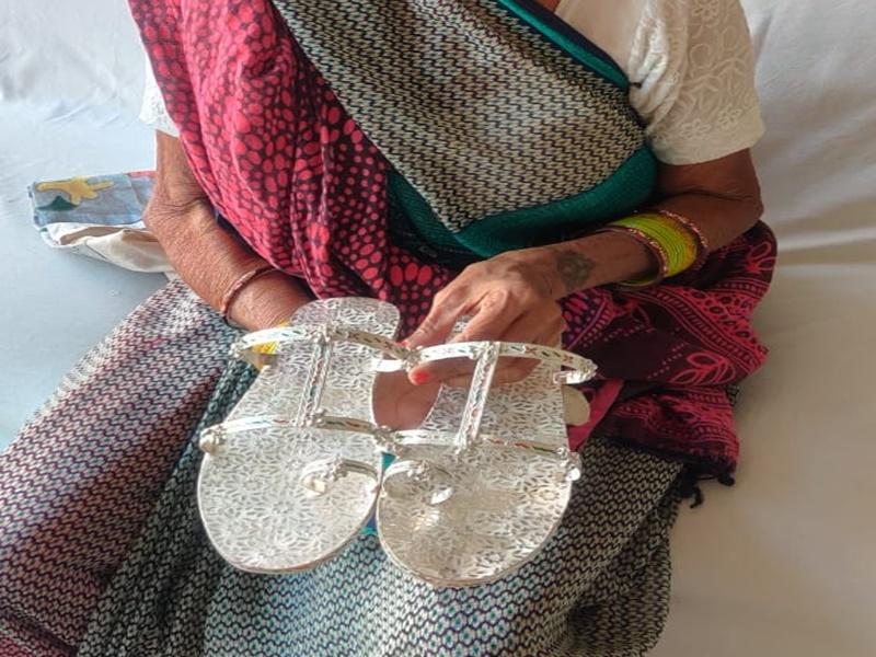 Silver Price Update : महंगाई से बेदम, बिटिया को चांदी की चप्पल पहनाने का चलन