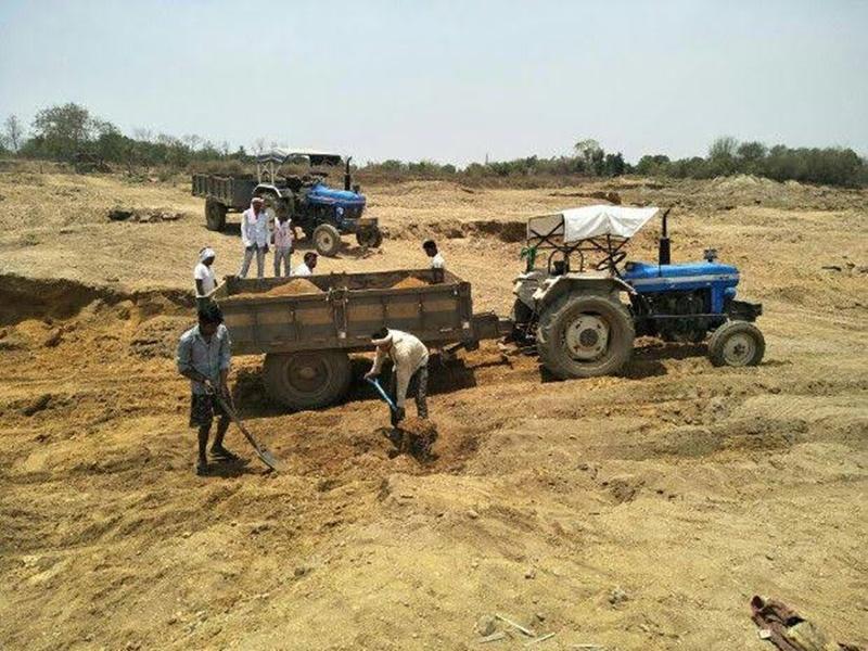 Illegal Mining: पसान क्षेत्र के नदी- नालों में धड़ल्ले से चल रहा अवैध रेत खनन और परिवहन