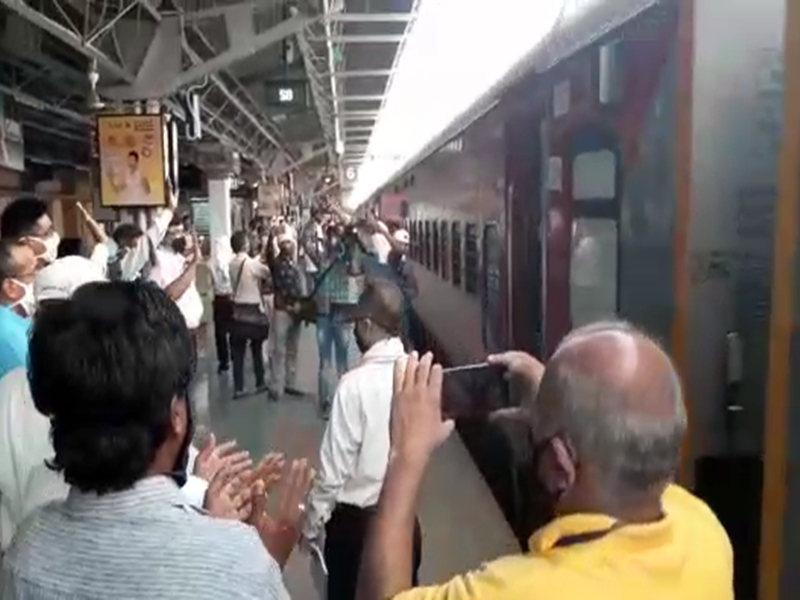 Jabalpur News: स्टेशन में फिर दिखने लगी भीड़, कोरोना की दहशत गायब