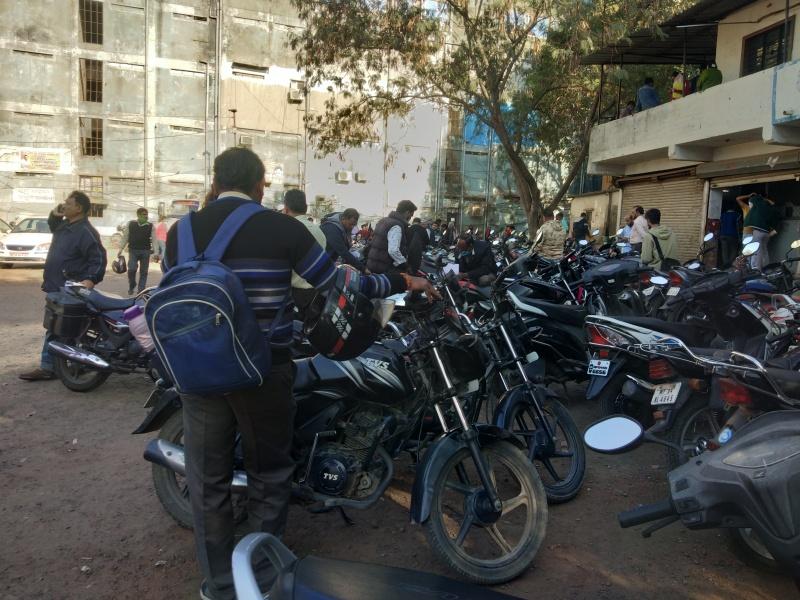 Bhopal News: आरटीओ के कोकता के नए भवन में जाने की सूचना मिलते ही काम कराने वाले लोगों की बढ़ी भीड़