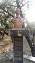 आरोपः शहीद क ी शक्ल से जरा भी मेल नहीं खाती है प्रतिमा