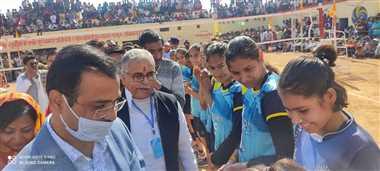 बसई क्षेत्र की खेल प्रतिभाओं को मिलेगा आगे बढ़ने का मौकाः डा. मिश्रा