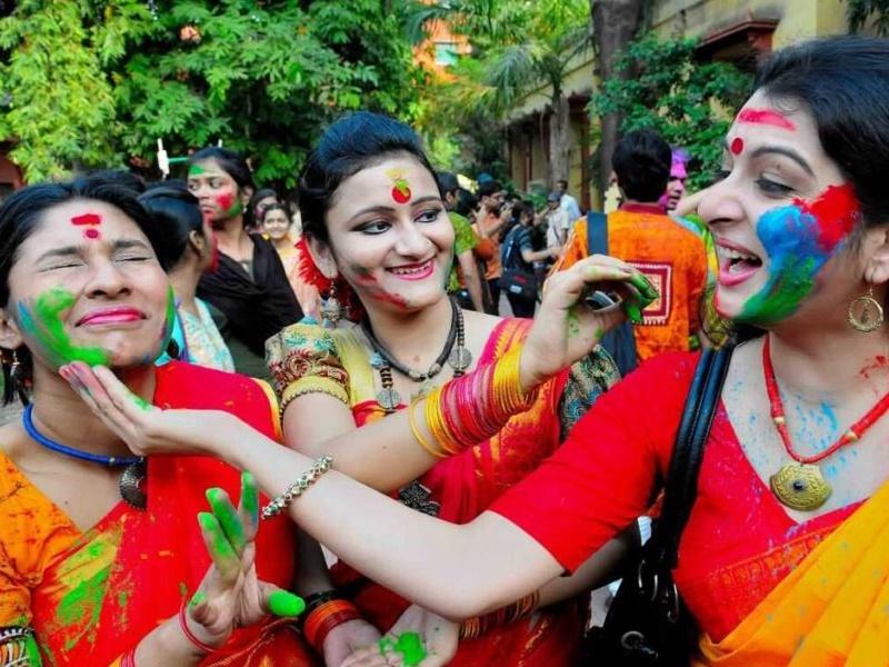 Guru Shani Yuti Holi 2021: इस होली पर बन रहा गुरु शनि का विशेष योग, चमत्कारी बदलाव के लिए करें ये काम
